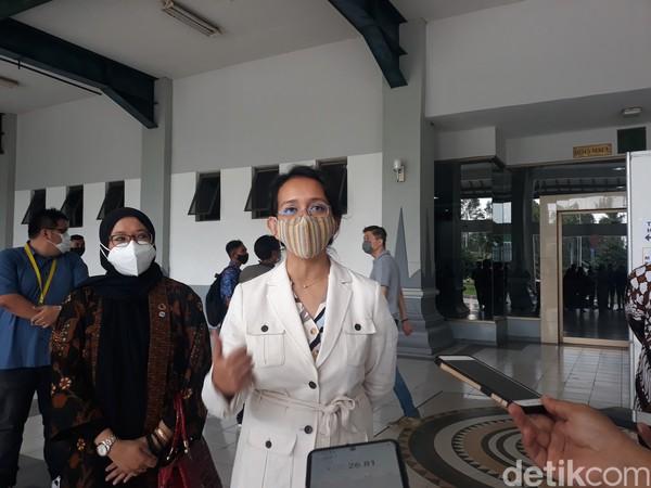 Penghageng KHP Nitya Budaya Keraton Gusti Kanjeng Ratu (GKR) Bendara mengatakan, bahwa jumlah total abdi dalem sekitar 3.000 orang.