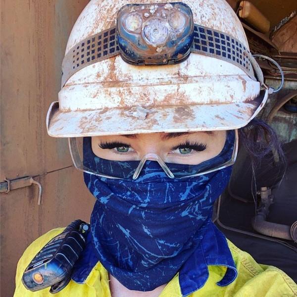8 Potret Pekerja Tambang Cantik, Tetap Dandan Hingga Ekstensi Bulu Mata