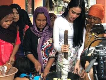 Berhati Mulia, Intan Wisni Miss Eco International Sering Berbagi Makanan