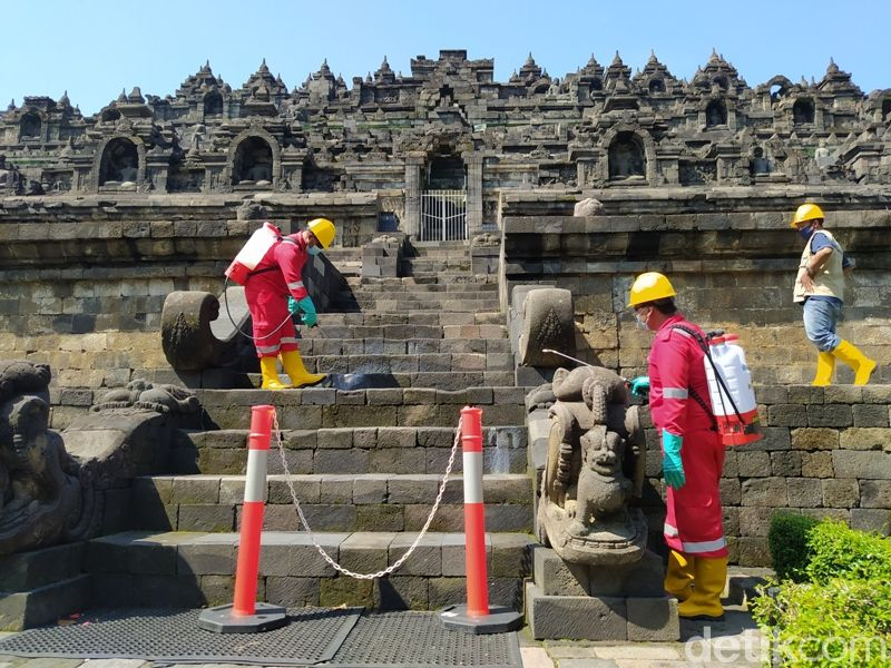 Candi Borobudur disemprot minyak atsiri