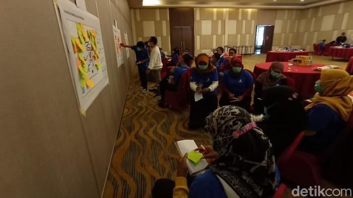 Eks pekerja migran di Cirebon mendapat pelatihan bisnis digital