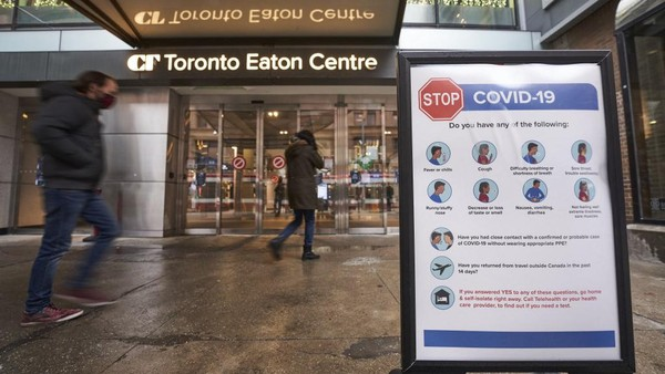 Toronto, kota terbesar Kanada itu berada di peringkat kedua dalam indeks dengan skor tinggi dalam infrastruktur dan keamanan lingkungan. Warga memuji kultur yang inklusif dan menghargai strategi komunikasi yang menyasar seluruh komunitas, terutama ketika menyangkut vaksinasi (AFP/GEOFF ROBINS)