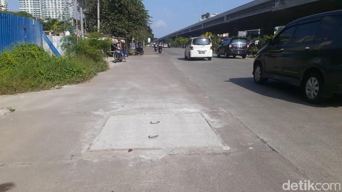Gorong-gorong rusak di Jl KH Noer Ali dekat Grand Metropolitan Mall, kini telah diperbaiki. Kondisi 8 April 2021. (Afzal NI/detikcom)