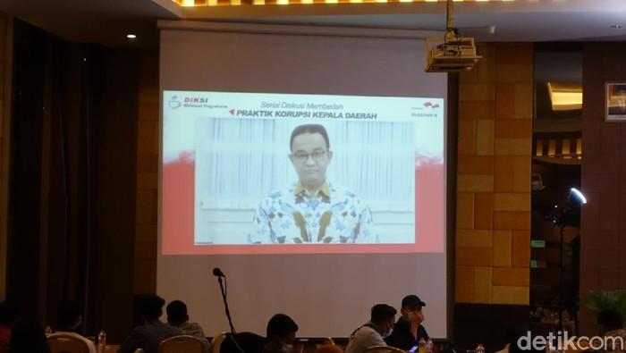 Gubernur DKI Jakarta Anies Baswedan bicara soal mencegah korupsi di DKI Jakarta saat diskusi daring dengan mahasiswa Yogya