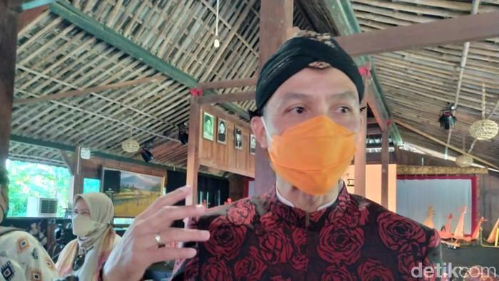 Gubernur Jateng Ganjar Pranowo di Omah Mbudur, Jowahan, Wanurejo, Borobudur, Kamis (8/4/2021).