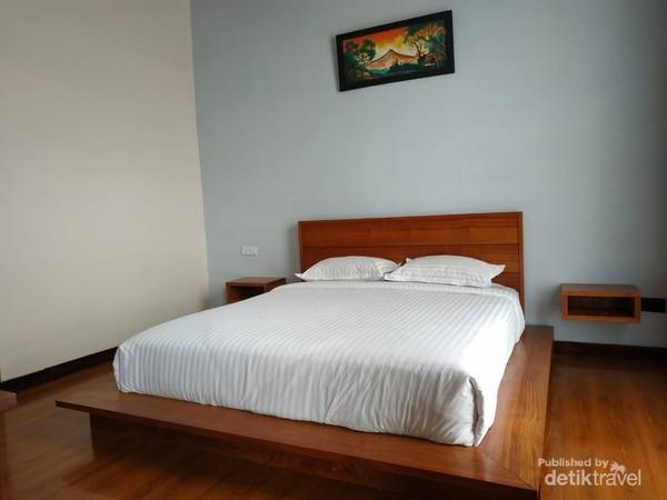 kamar dengan bed queen size