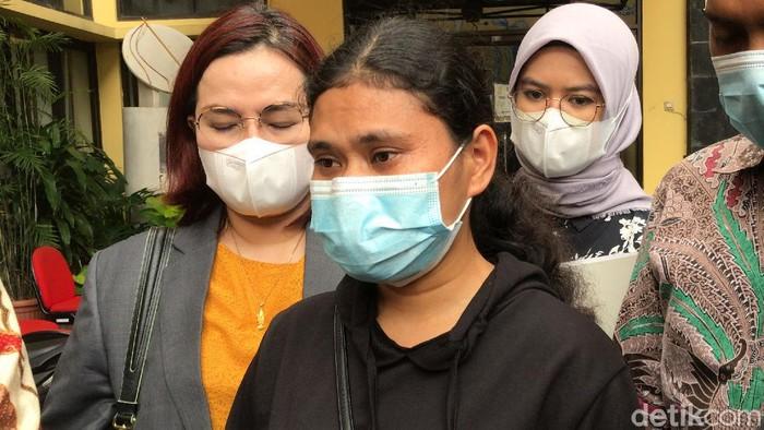 Irni, asisten rumah tangga Desiree Tarigan yang mengaku jadi korban penganiayaan.
