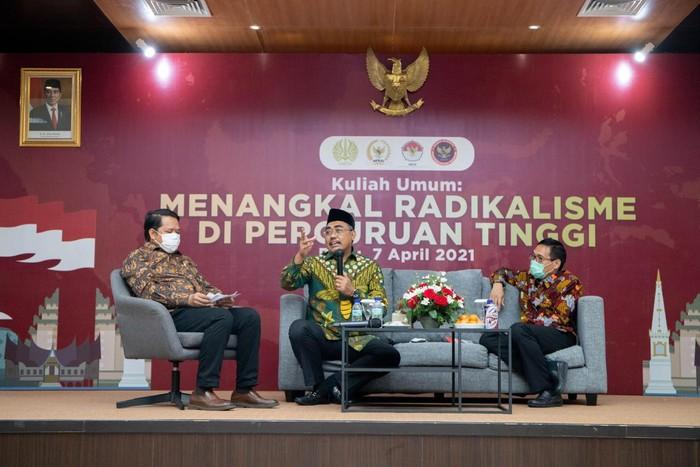 Kuliah Umum: Menangkal Radikalisme di Perguruan Tinggi di Kampus Universitas Negeri Surabaya (Unesa), Surabaya.