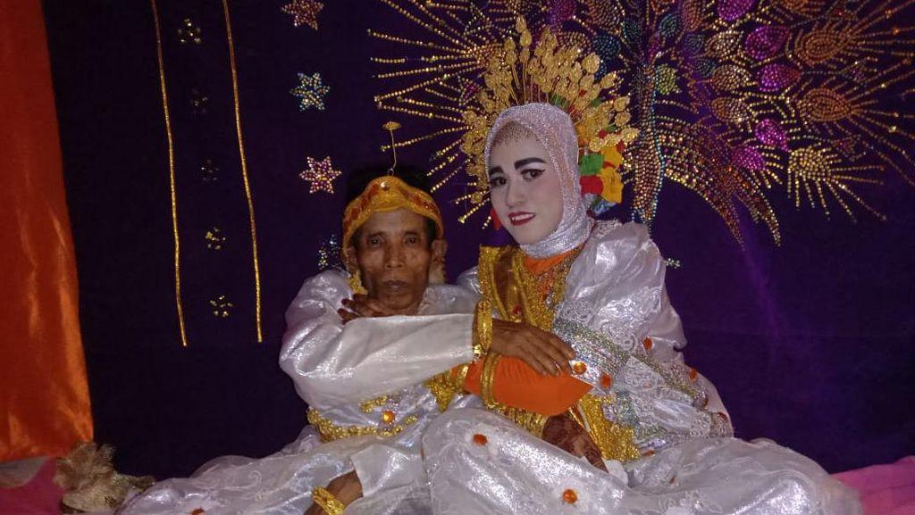 Momen Kakek 58 Tahun Nikahi Gadis 19 Tahun di Sulsel