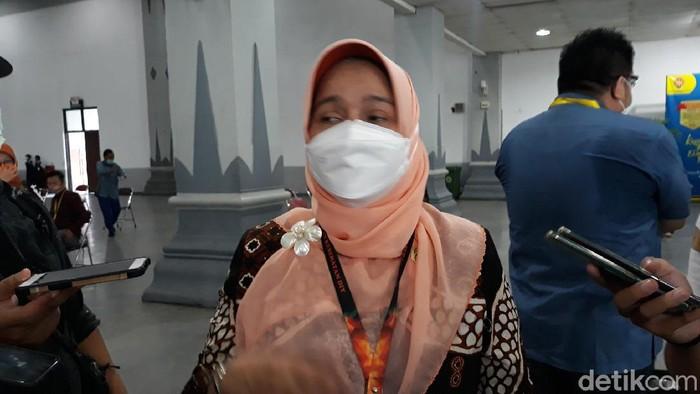 Kepala Dinkes DIY Pembajun Setyaningastutie saat memberikan keterangan di Jogja Expo Center, Kapanewon Banguntapan, Bantul, Kamis (8/4/2021).