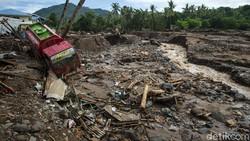 Begini Kondisi Truk dan Motor Korban Banjir Bandang di NTT