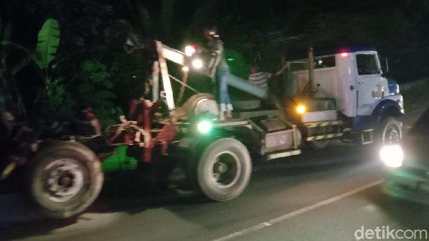 Lokasi kecelakaan dua truk dan satu mobil di Jalan Purworejo-Magelang, Purworejo, Kamis (8/4/2021).