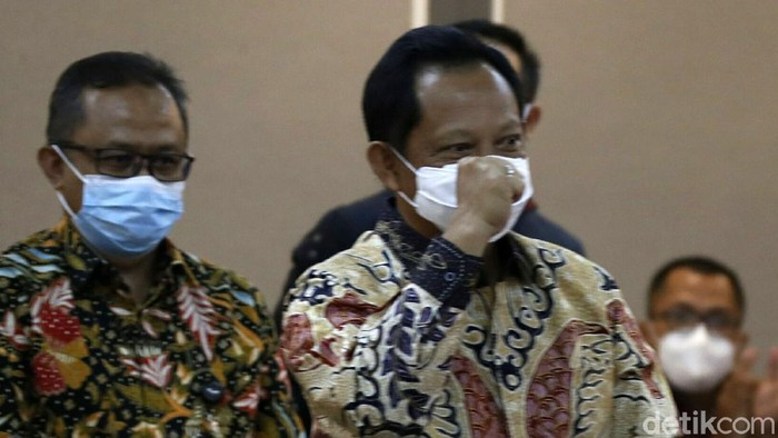 Pansus DPR RI menggelar rapat kerja Pansus RUU tentang Perubahan Kedua atas UU Nomor 21 Tahun 2001 tentang Otonomi Khusus bagi Provinsi Papua dengan Menteri Dalam Negeri Tito Karnavian, di Gedung Parlemen Senayan, Jakarta, Kamis (08/04/2021).