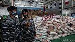 Momen TNI AL Kirim Bantuan untuk Korban Bencana NTT