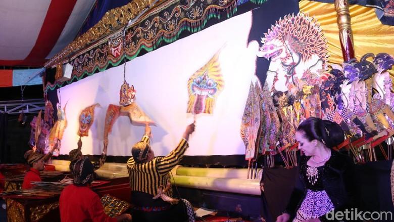 Pagelarang wayang kulit di festival banyuwangi 2021
