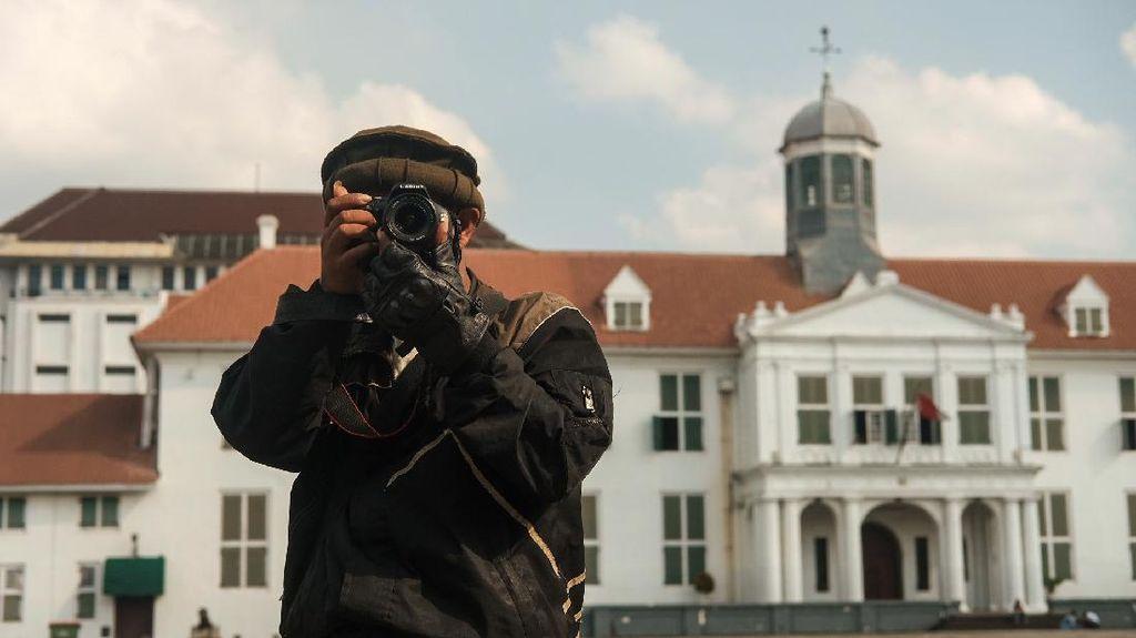 Potret Fotografer Keliling Kota Tua Mencari Sesuap Nasi di Tengah Pandemi