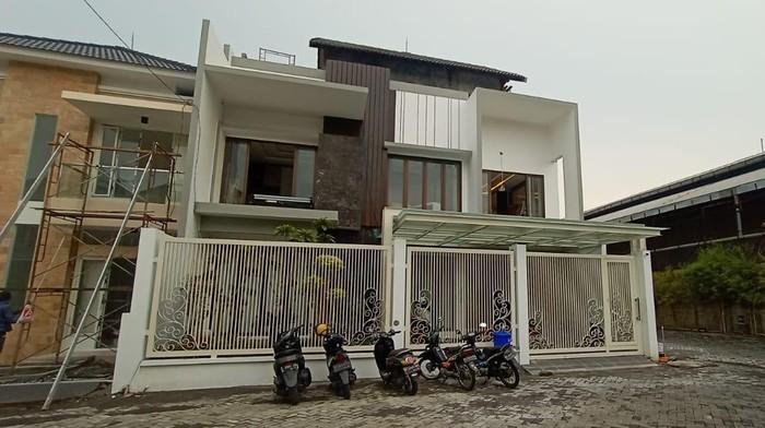 Rumah mantan Bupati Gresik Sambari Halim Radianto