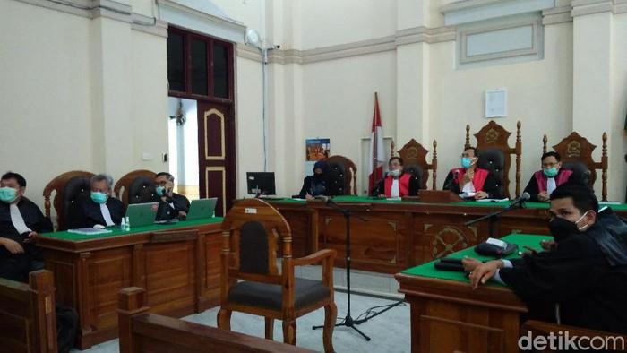 Sidang vonis eks Bupati Labuhanbatu Utara Kharuddin Syah Sitorus alias Haji Buyung.