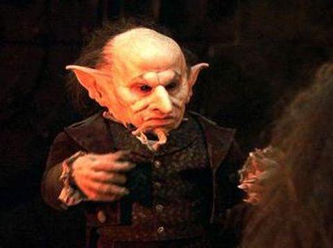 Verne Troyer pemeran Griphook.