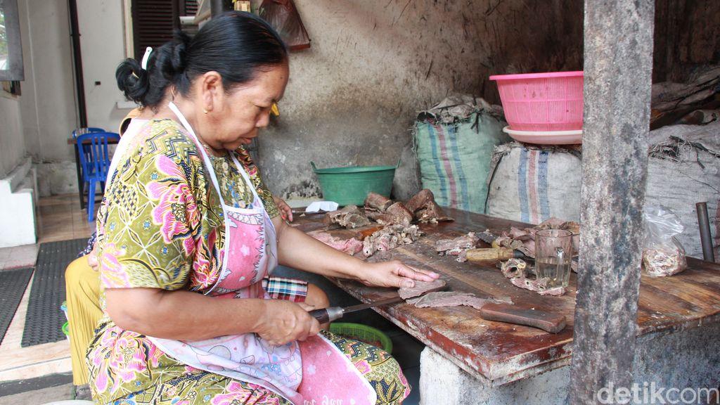 Warung Rampal : Kelezatan Melegenda Soto Sapi Favorit Para Presiden RI