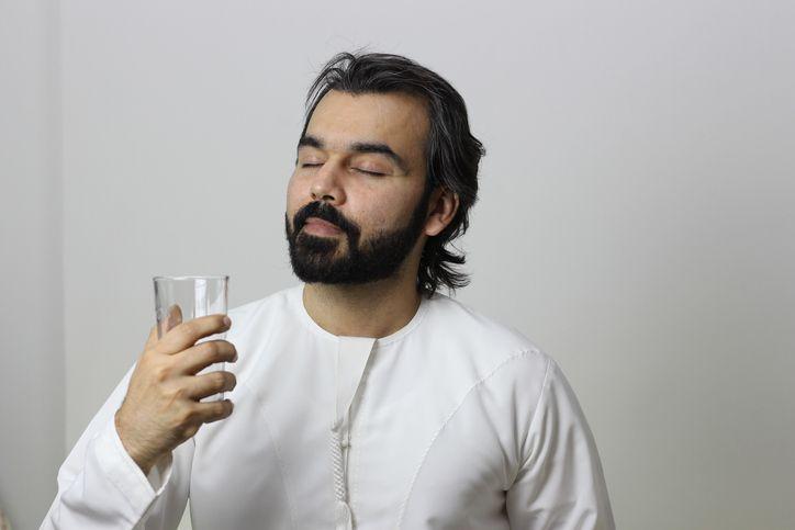 Adab yang Baik saat Minum Sesuai Sunnah Nabi Muhammad SAW