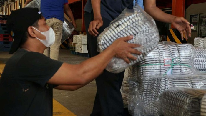 Korban bencana di NTT terus mendapat bantuan. Kali bantuan beruapan selimut dan lain-lain diberikan oleh PT Askrindo.