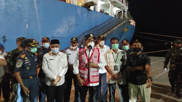 Menhub Budi Karya Sumadi di Pelabuhan Badas, Sumbawa Besar, NTB, Jumat (9/4/2021).