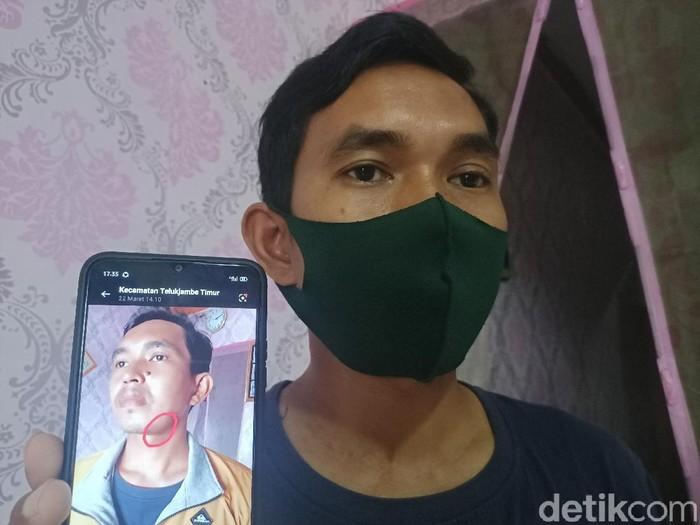 Buruh di Karawang menceritakan penganiayaan yang dialaminya oleh atas