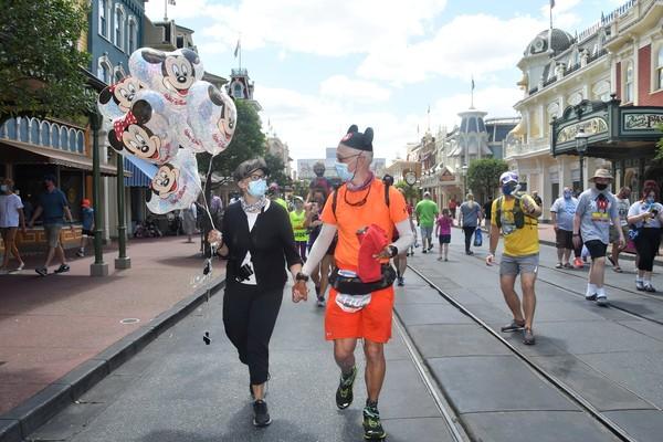 Don Muchow dari Plano mencapai impiannya pada hari Senin, melintasi garis finis di taman hiburan andalan Disney di Orlando, Florida.