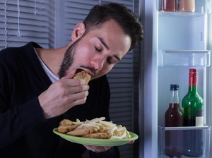 Ini Alasan Mengapa Tubuh Sering Lapar di Malam Hari