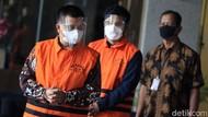 Ekspresi Bupati Bandung Barat dan Anaknya Saat Ditahan KPK