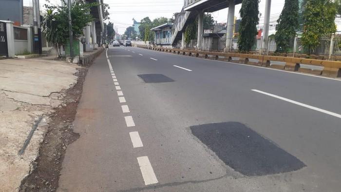 Galian Mampang bekas manhole telah ditambal