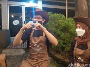 Dio dan Ela, Pasutri Tuna Rungu Jadi Barista di Isyarat Coffee