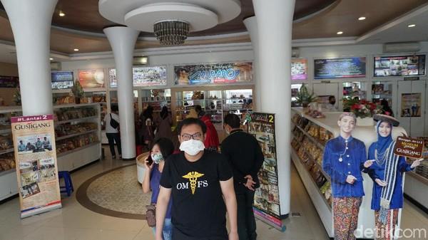 Tahun lalu, di awal masa pandemi hanya segelintir daritraveler yang datang untuk membeli jenang dan produk lainnnya di Toko Jenang Kudus Mubarok.