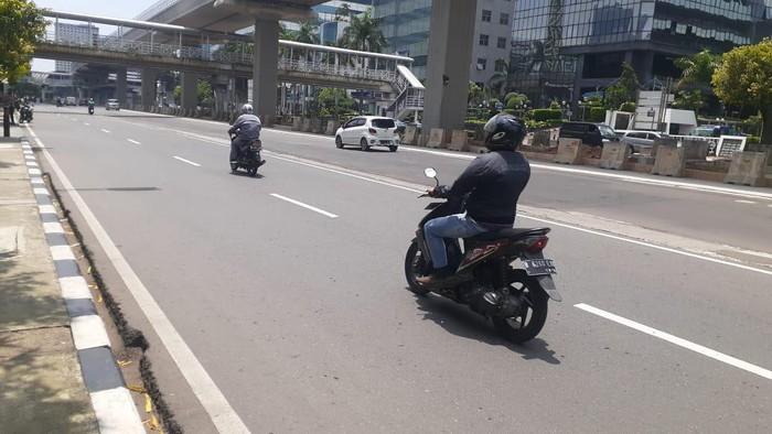 Jl HR Rasuna Said telah kembali diperbaiki. Tidak terlihat lagi ada lubang yang bahayakan pengendara sepeda motor.