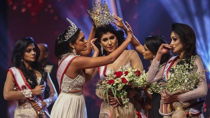 Kontes kecantikan Sri Lanka: Mantan Mrs World ditahan setelah insiden di panggung