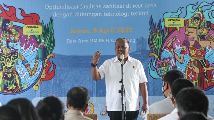 Ketua Umum KONI Pusat, Marciano Norman, di meresmikan Shower Area berbasis teknologi di rest area km 88 jalan tol Cipularang, Jumat (9/4/2021) pagi WIB.