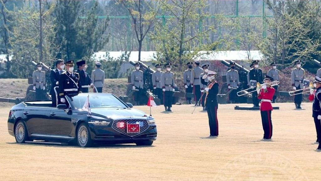 Ke Korsel, Menhan Prabowo Naik Sedan Mewah Ikuti Upacara Militer