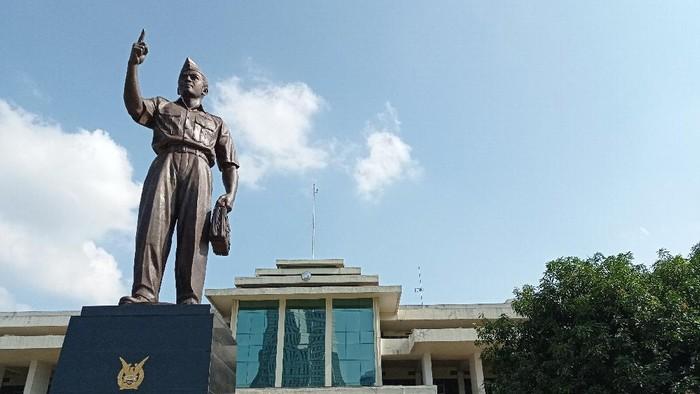 Monumen Marsda Anumerta Abdurachman Saleh di Wisma Aldiron, Pancoran, Jaksel.