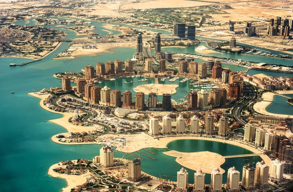 Qatar memiliki pulau buatan yang berdiri di kawasan penghasil muatiara, namanya The Pearl.