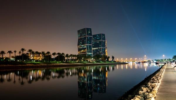 Sebagai penghasil minyak, harga bahan bakar di Qatar terbilang murah.