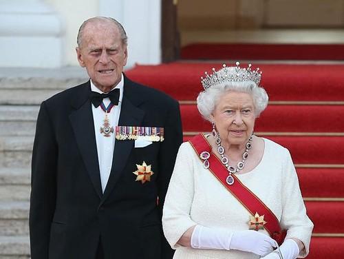 10 Foto Kemesraan Pangeran Philip - Ratu Elizabeth II, Kini Dipisahkan Maut