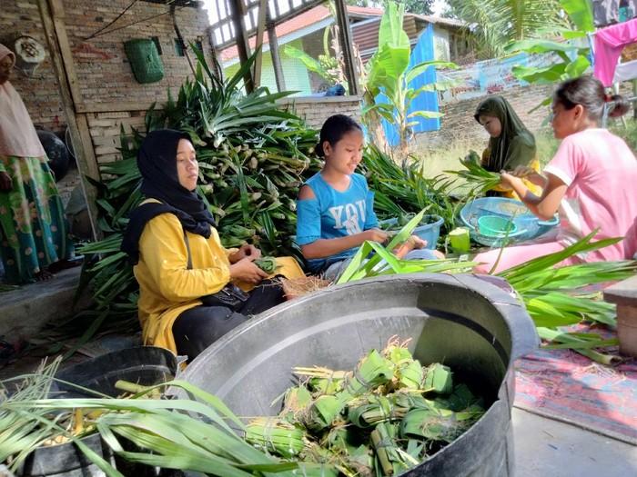 Para pembuat pangir di Sumut mulai banjir pesanan jelang Ramadhan (Perdana-detikcom)