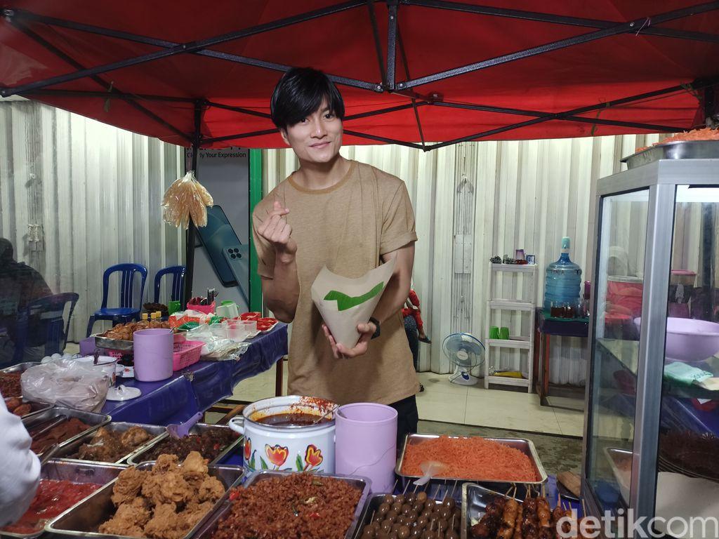 Penjual Nasi Kuning Mirip Lee Min Ho Ini Sekarang Banjir Tawaran 'Endorse'