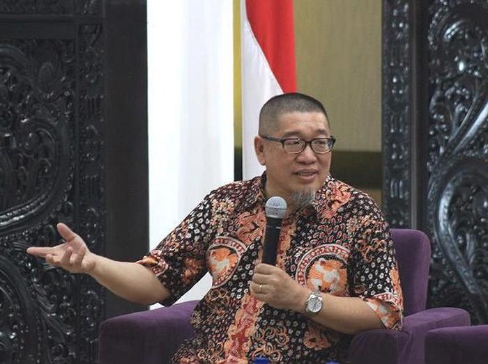 Pakar Sosiologi Universitas Airlangga (Unair) Prof Dr Bagong Suyanto mengatakan, pergeseran pergerakan teroris menggunakan internet. Sehingga banyak menyasar anak muda.