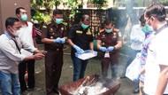 Ribuan Sachet Jamu Racik dan Obat Kadaluarsa Dimusnahkan di Lamongan