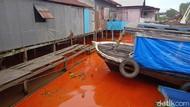 Kapal Muat Minyak Sawit 5 Ton Tenggelam di Mahakam, Air Sungai Jadi Oranye