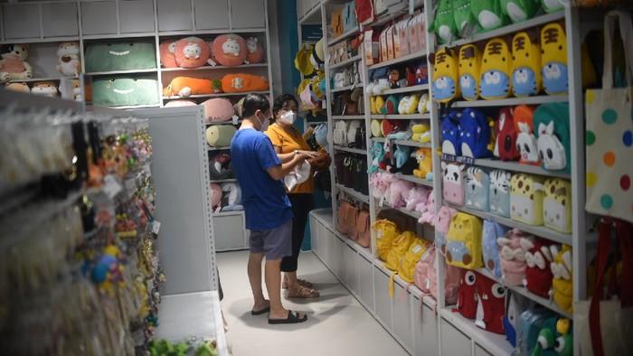 Kabar gembira datang untuk para pecinta Korea yang berada di sekitar Tangerang. Kini ada retail yang menyajikan beragam produk dan desain Korea.