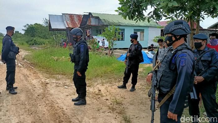 Aparat kepolisian menjaga ketat lokasi penyerangan warga Palaran