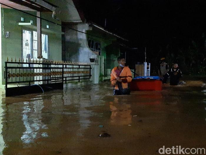 Banjir di kompleks perumahan Purwokerto, Banyumas, Sabtu (10/4/2021).